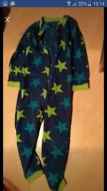 Onesie blue & green stars size 6-7 onesie
