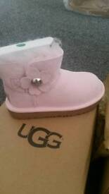 Ugg boots bailey button poppy kids size 8 pink brand new all packaging in box