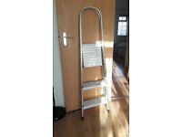 3 steps ladder