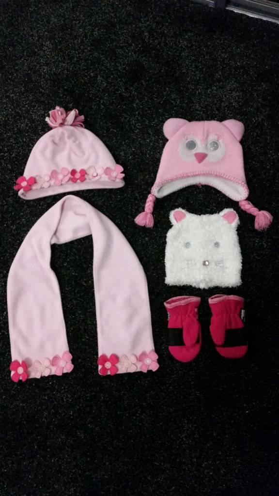 Girls hat's, scarf and mittens age 1 - 2 uears