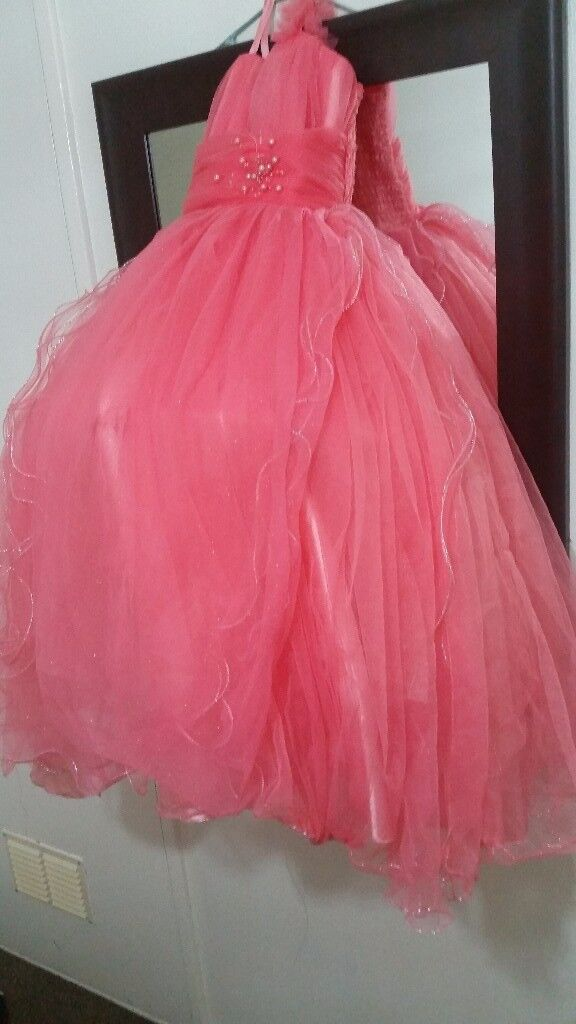 Girls party dress subtle Age 5 to 7