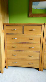 """Corndell """"Tavistock"""" Large solid oak modern chunky chests of drawers 2 available (price is EACH)"""