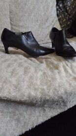 Size 6 ladies black leather shoes