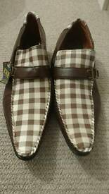 Brand new men shoes size 11.
