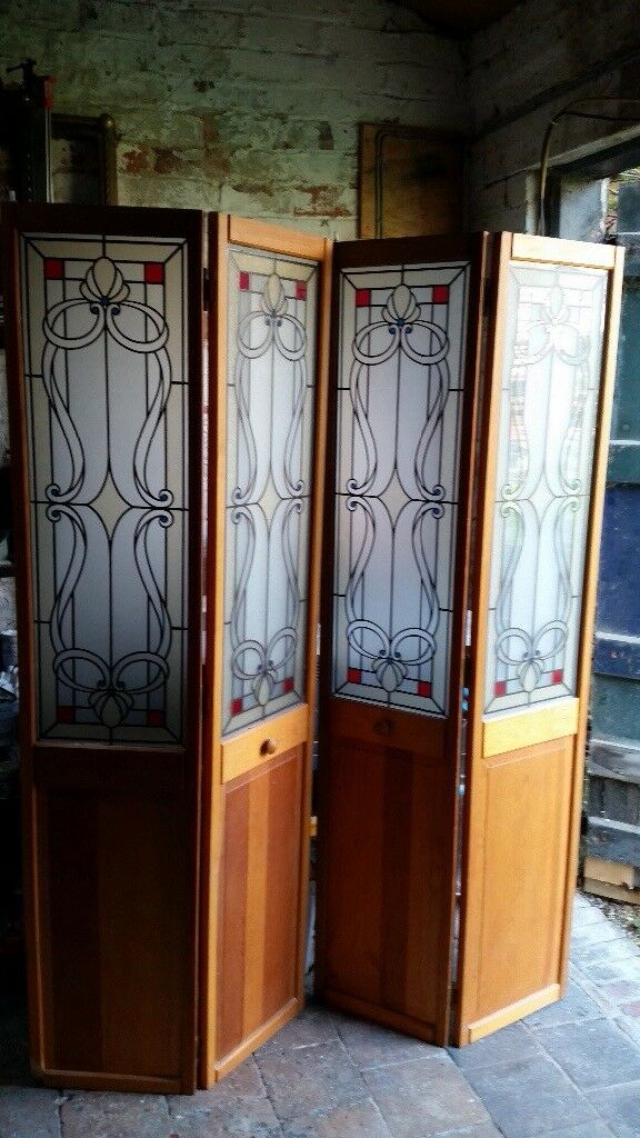 2 Sets Of Folding Doors With Stained Glass Effect Panels