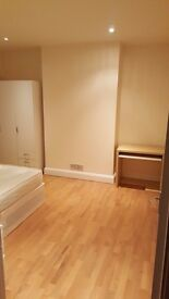 Very Nice and Large Double Room in Good Location, Ealing London