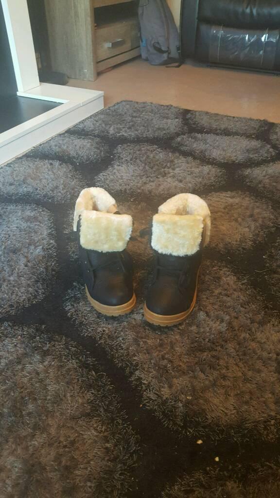 Womens black fur boots size 5 new
