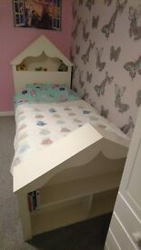 Beautiful girls bed. White. House, play, princess, star, book shelves, Child. Single.