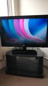"LG 32"" LCD TV and Blu-Ray Player (please read description)"