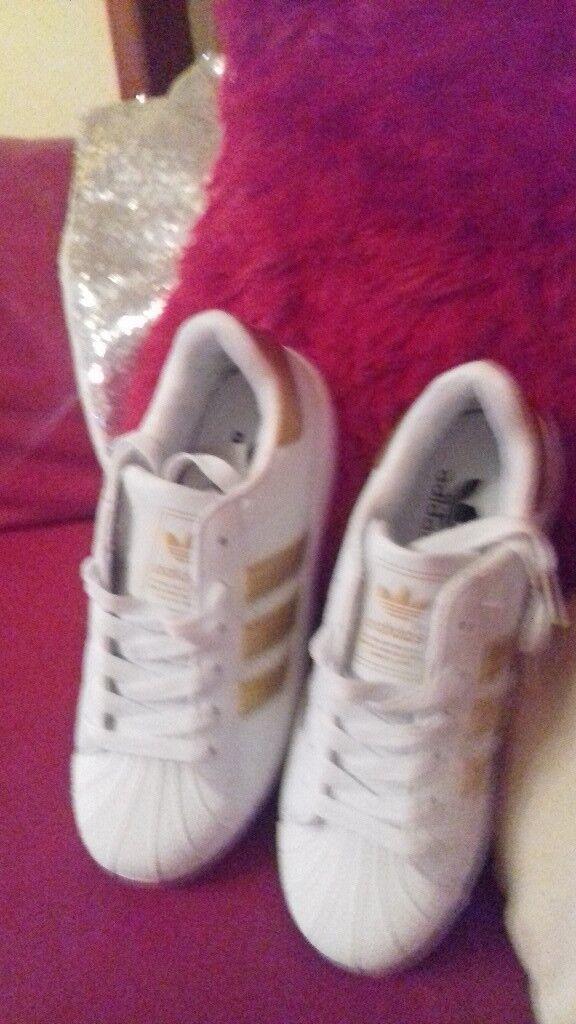 Adidas gold superstars size4