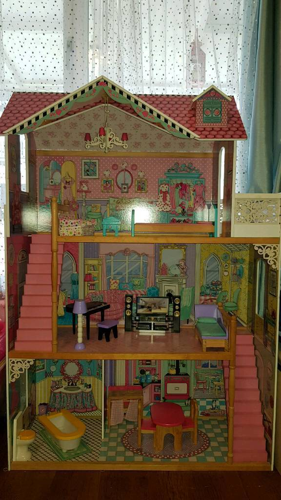 Large Barbie Dolls House In Manchester City Centre Manchester