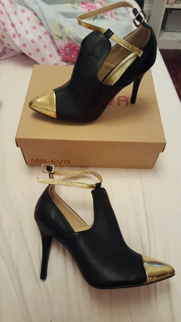 Womens black and gold shoesin North Shields, Tyne and WearGumtree - Brand new in boxSize 7 small fitting more of a 6.5