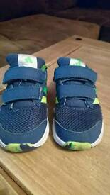 Todller trainers 6,5 UK size