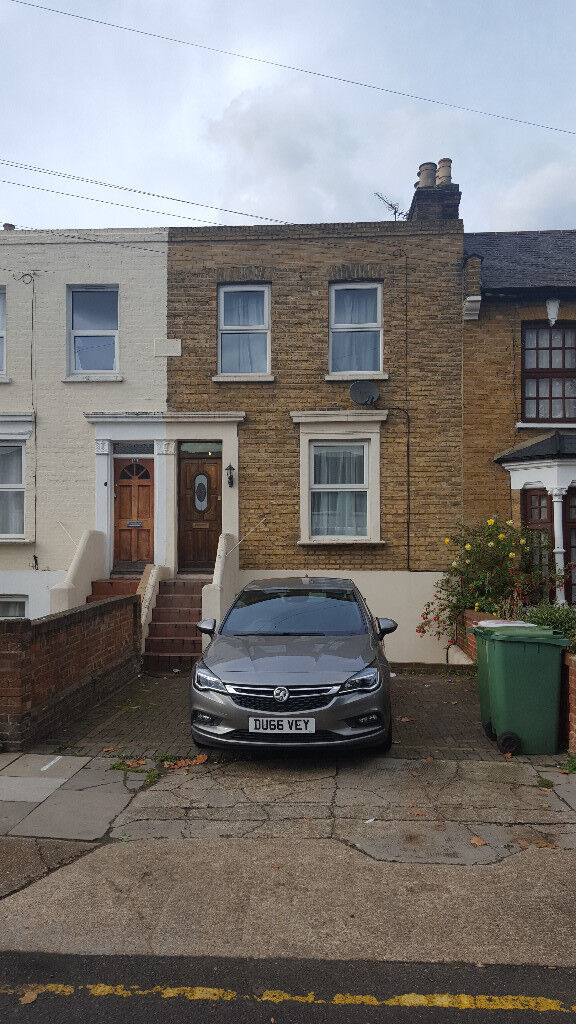 BEAUTIFUL DOUBLE ROOM- IN A NEWLY REFURBISHED PROPERTY