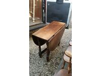 Gateleg table and 6 chairs