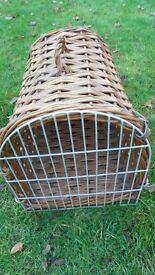 CAT/ SMALL ANIMAL CARRY BASKET