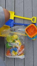 Beach toys sandpit kids outdoor play plastic spade shovel buvket shapes £10