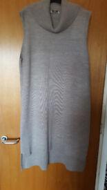 On trend ladies sleeveless tunic/jacket. Never worn. Absolute bargain, £1.50