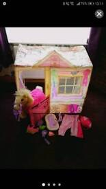 Strawberry Stables horse, dress up and stable set