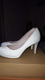 White court shoes size 6
