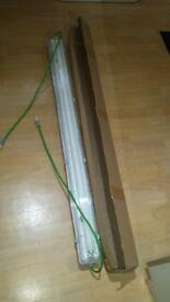 T8 Fluorescent Lights 240V 4Ft 1 x 36w BRAND NEW BOXED