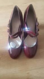 Ladies new size 7 patent shoe