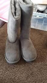 Ugh boots size 3.5