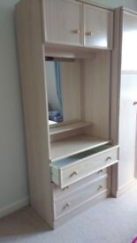 Dressing unit with light up mirror and drawers - perfect for bedroom storage. Very good condition.