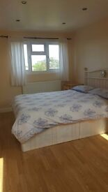 Double bedroom with en-suite bathroom in 4 bedroom house , would suite professional female