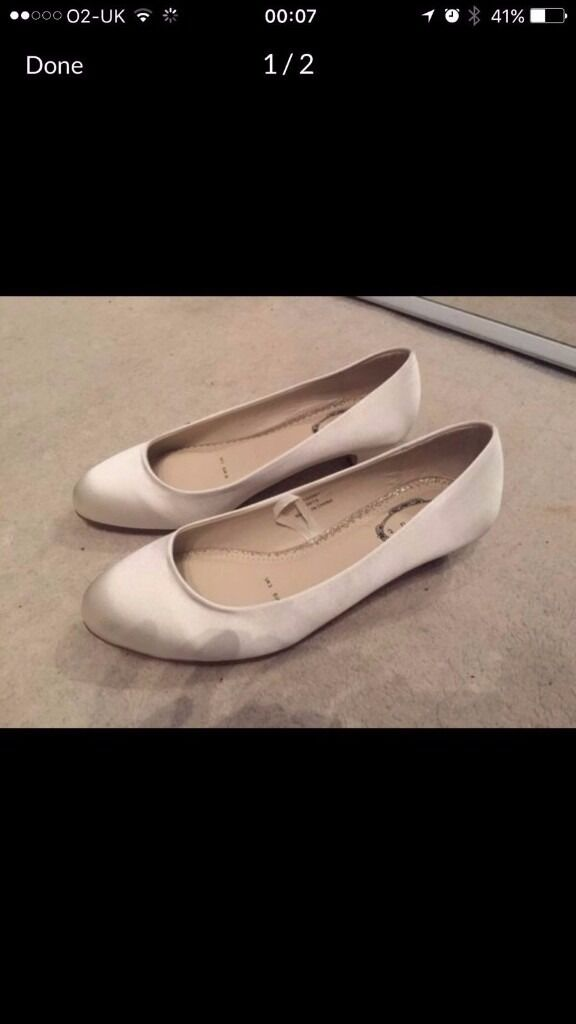 Debut Cream sateen low court shoes UK size 3