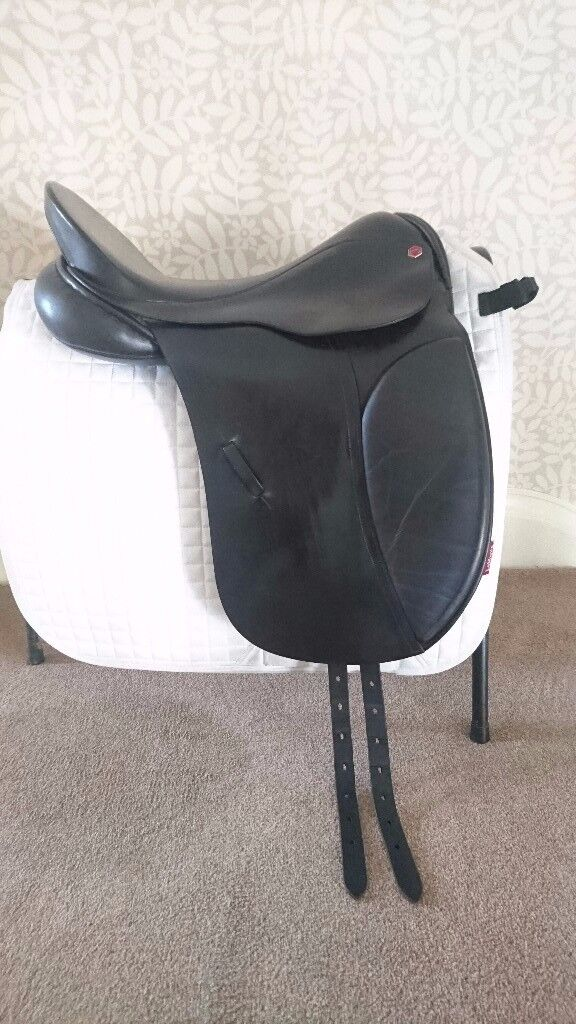 Albion dressage saddle 17.5 in MW very good condition