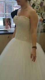 Maggie sottero ballgown wedding dress size 8 (im 12 in normal clothes)