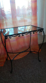 glass coffee table in excellent condition