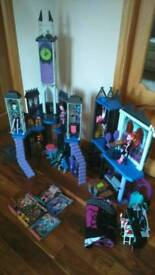 Monster high delux school and dolls