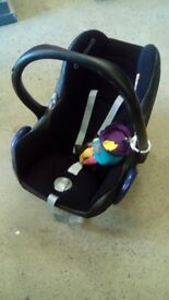 Maxi-Cosi Cabriofix childs car seat and Isofix base