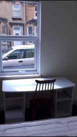 Double room in 4 bedroom student house in Oldfield Park next to Uni bus stops