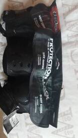 Set of wrist, knee and elbow pads