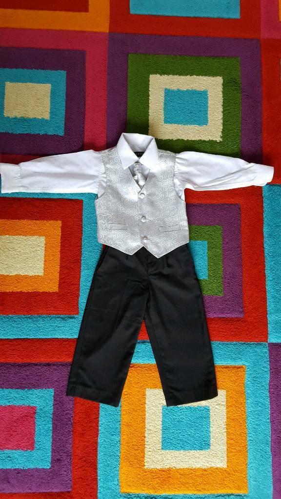 Boys 4 piece suit for 2 year olds excellent condition