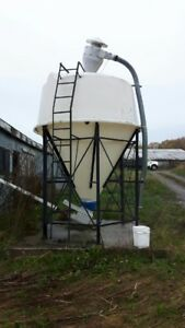 4 tonne poly tank with auger