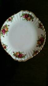 Royal albert old country roses bread &butter /cake plate