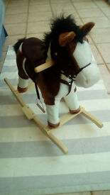 Rocking horse with different sound in each ear !