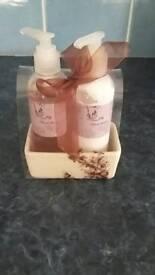 Floral Wash & Hand Cream set