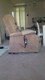Riser/ recliner chair in excellent working order and good clean condition