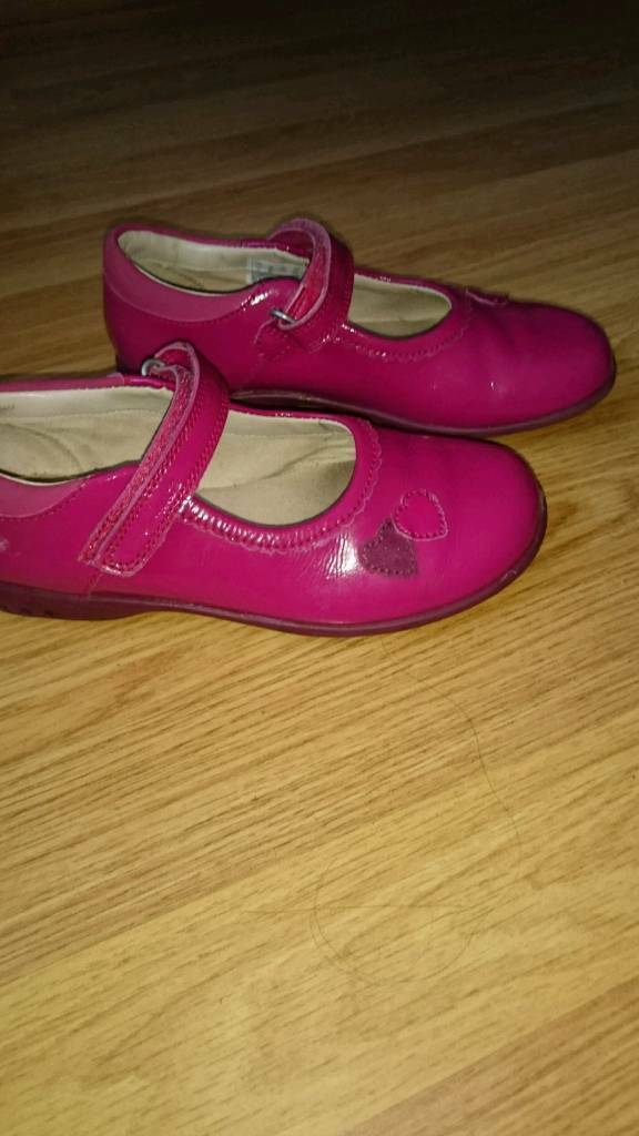 Clarks size 11 girl shoes with light