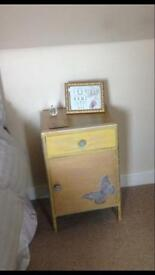 Bedside unit and bedside table