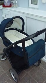 Musty Evo pram and carrycot with accessories