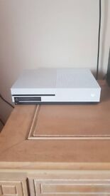 """Xbox one s 500gig fully boxed and a 32""""technika lcd tv"""