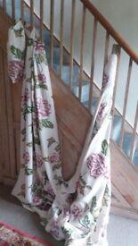 Beautiful curtain fabric, perfect.