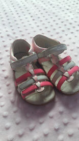 Girls sandals from Clarcs, size 6.5 F, pink and white