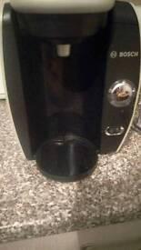 Hot drink machine
